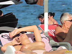 inexperienced bra-less milfs - voyeur Beach HD movie