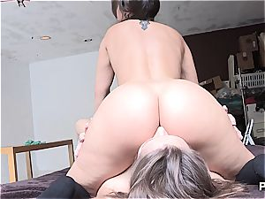 ultra-kinky girls licking some culo