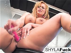 Shyla gives you a gorgeous strip and solo