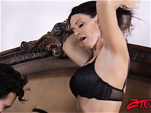 India Summer shares stiffy with Avy love