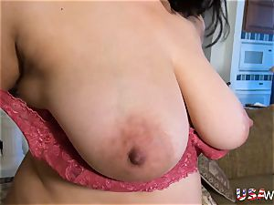USAwives super-naughty round grannie fucktoy getting off
