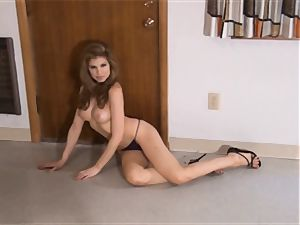 stellar Candle Boxxx has a perfect body!