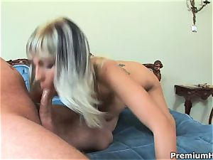 sweetheart Adrianna Russo juggles her muff on a massive schlong