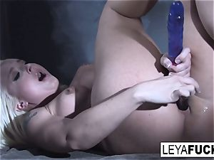 Leya Falcon plunges bang-out playthings in both her holes