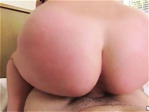 chesty babe Brooke Wylde enjoys to fuck pov
