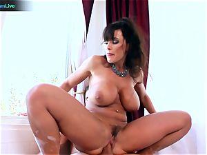 Lisa Ann loves sitting into Toni Ribas ample trunk