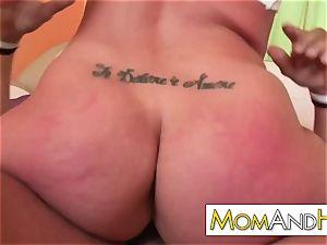 mummy mommy Kelly Divine drinks spunk