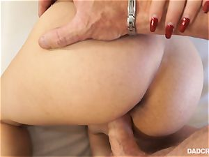 Penelope Reed deep-throating cock