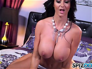 Ava Addams extracts her phat boobs