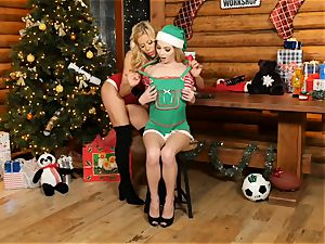 Mrs Claus Alexis Fawx licks out elf Angel Smalls