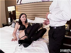 Ariana Marie has gorgeous feet she wants the world to witness