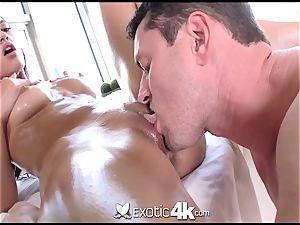 Exotic4k Chloe Amour massage poke and cum geyser