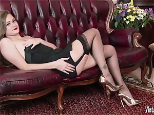 brown-haired bursting to jizz in antique harness nylons jerk