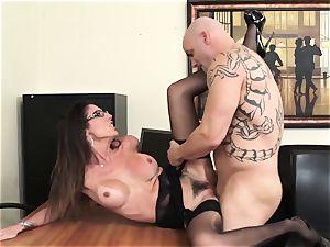 Office bombshell Dava Foxx Blows Her chief to Keep Her Job