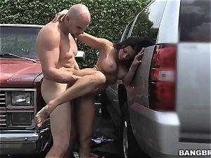 Rachel Starr porked between 2 cars