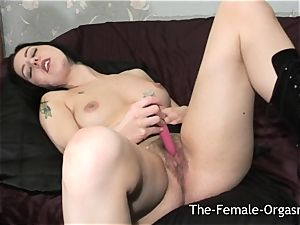 unshaved babe with big wet twat Lips Bates