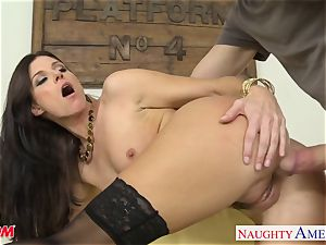 Stockinged mother India Summers gets poked and facialized