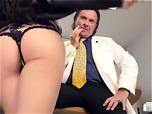 culos Buero - hook-up at the office with cum on German cunt