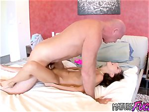 nubile Trinity St Clair plows smooth-shaven stepparent