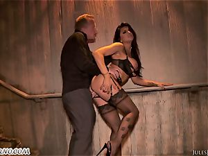 Romi Rain - unbelievable red-hot first-timer porn in the street