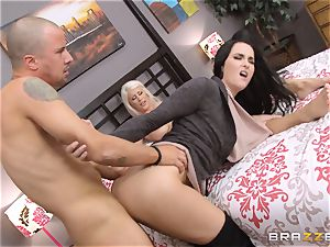 Riley Jenner and Bianca Breeze ass-fuck 3 way