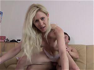 REIFE SWINGER - German mature blond gets vulva pounded
