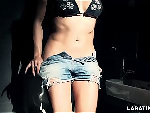 Lara Tinelli nutting solo