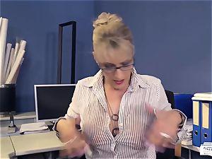 butts Buero - oral pleasure on big black cock at work from German milf