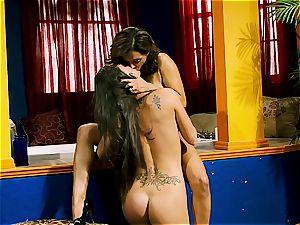 Francesca Le slurps her maid out